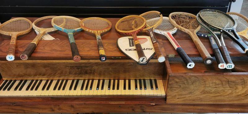 exposition-dinstruments-a-cordes